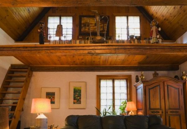 привлекательность загородного деревянного дома