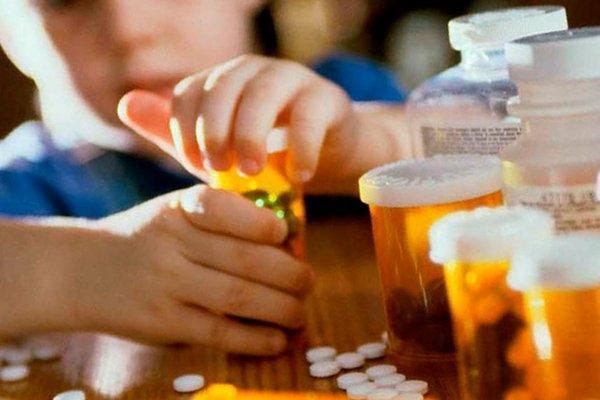 Що робити, якщо дитина отруїлася ліками?